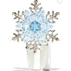 BBW CRYSTAL SNOWFLAKE NIGHTLIGHT Wallflower